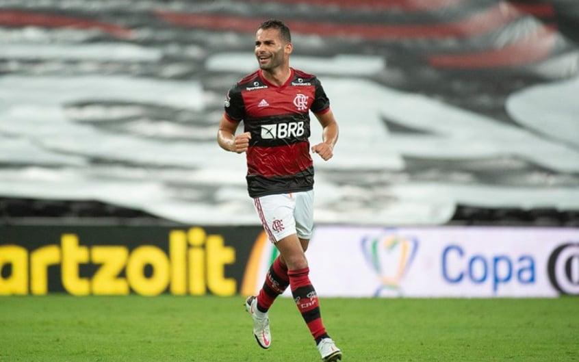 Thiago Maia do Flamengo se casa com cantora gospel