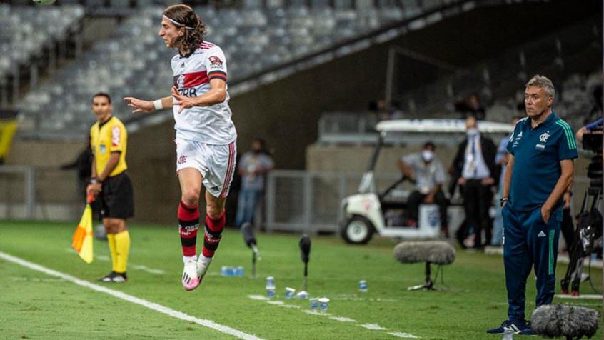 Flamengo se reapresenta no Ninho, e Filipe Luís, com dor, inicia tratamento