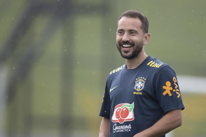 Everton Ribeiro pode ser titular na Copa do Brasil