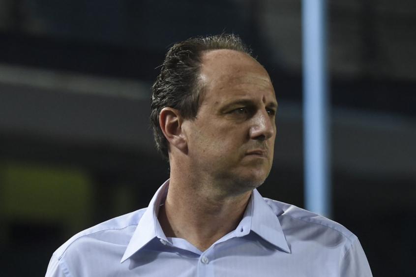Ceni volta a conviver com questionamentos no Flamengo