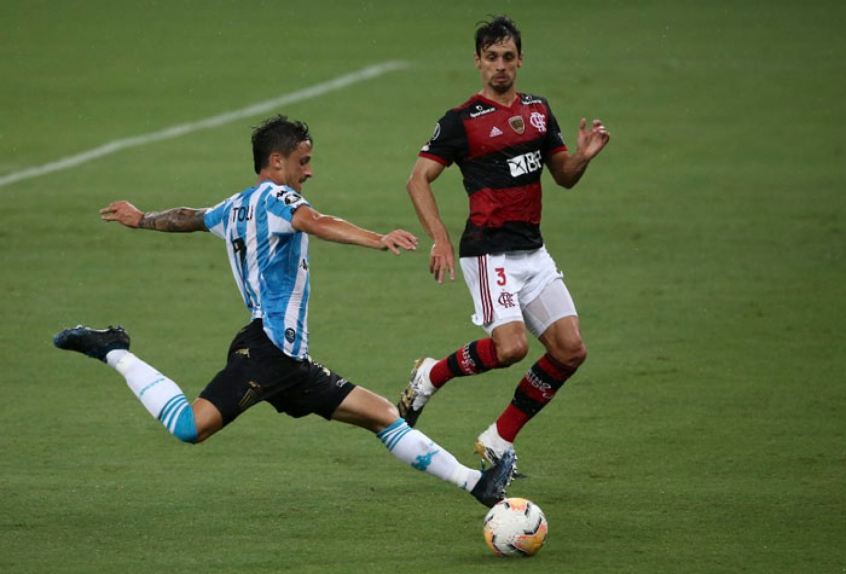 Suspensos, dois zagueiros desfalcam o Flamengo na estreia da Copa Libertadores
