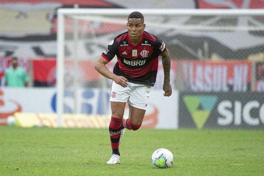 Ceni avisa que desejava a permanência de Natan no Flamengo: Gostava dele e vejo potencial