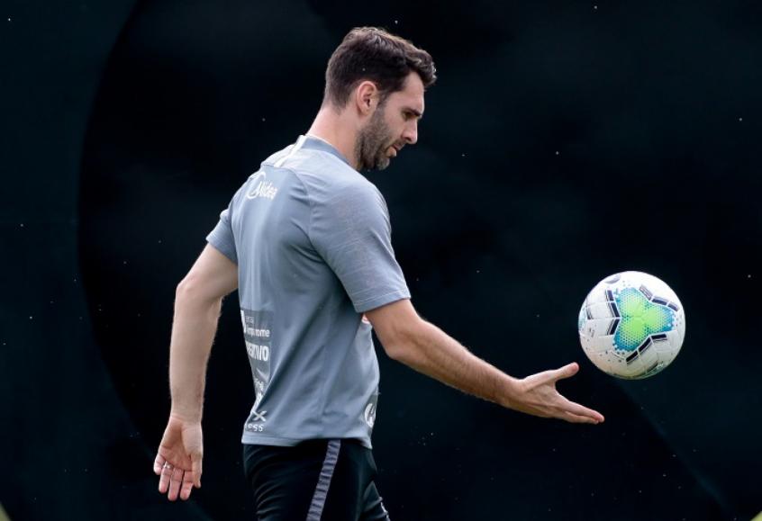 Corinthians aguarda resposta após recorrer processo de Boselli na Fifa