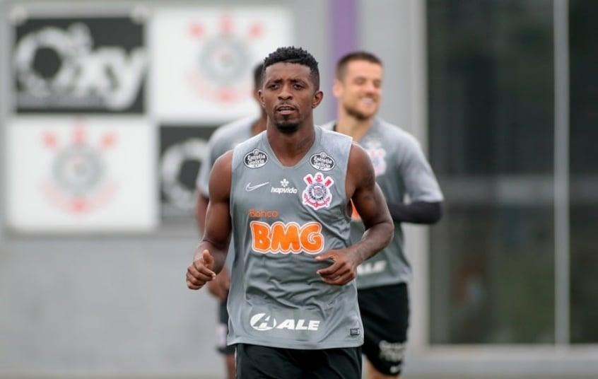 Após fala de diretor, Mancini dá sua versão sobre a situação de Cafú no Corinthians: