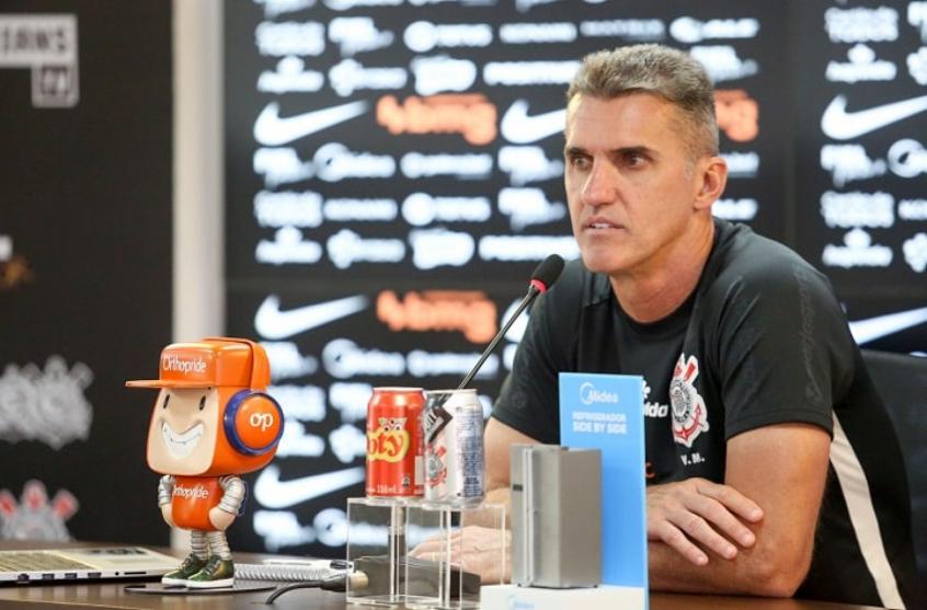 """Em nota, Gaviões critica veteranos e pede saída de Mancini do Corinthians: """"Paciência acabou!"""""""