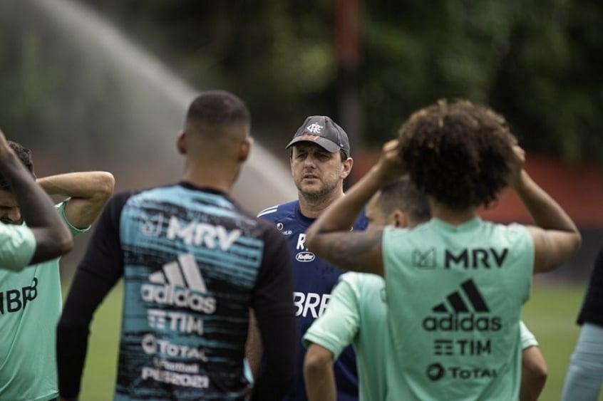 Em busca de regularidade, Rogério Ceni chega a 30 jogadores utilizados em 12 jogos pelo Flamengo