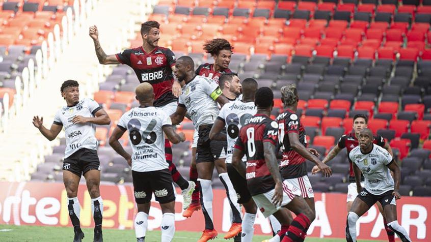 Léo Pereira de lado, improvisos e jovens, zaga ainda é uma incógnita para Ceni