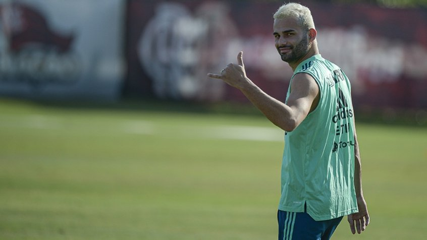 Dois meses após cirurgia, Thiago Maia mostra evolução e volta a trabalhar com bola no Flamengo