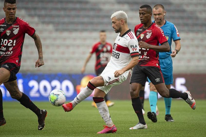 Arrascaeta passa a ser o líder isolado de assistências do Flamengo na temporada