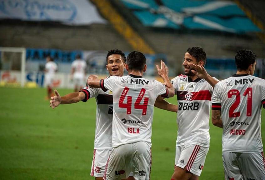 Após vitória sobre o Grêmio, Flamengo dobra chances de título