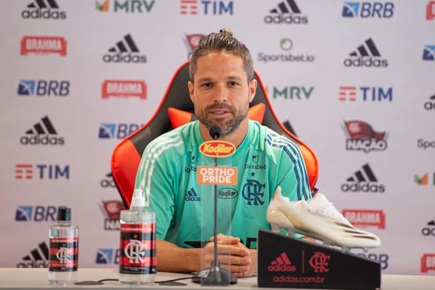 Camisa 10 ressalta experiência do elenco do Flamengo e lamenta possível baixa de Arão