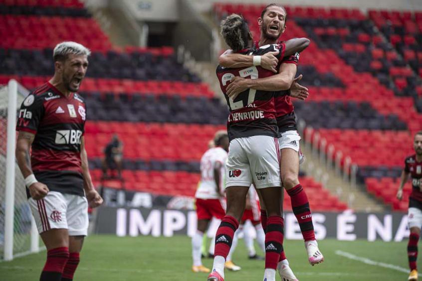 Flamengo vence o Internacional de virada, e assume liderança do Brasileirão