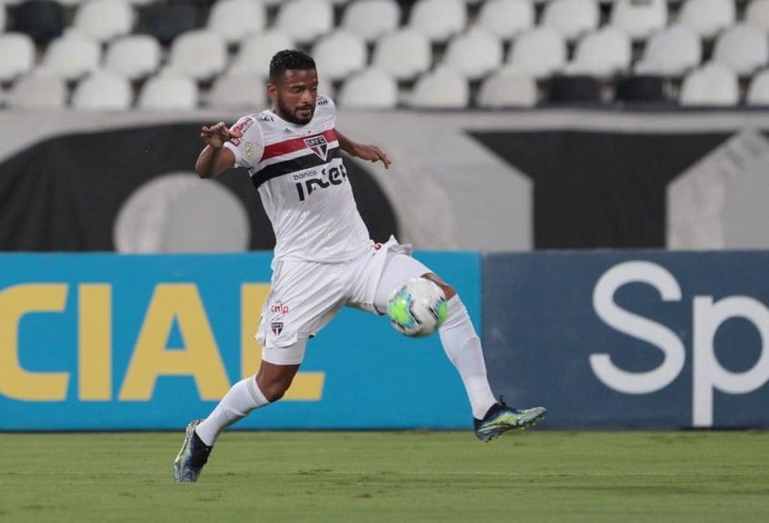 Reinaldo, que foi capitão, foi expulso no jogo contra o Botafogo