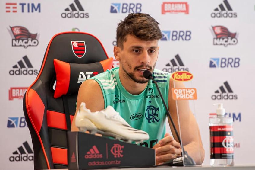 Zagueiro do Fla projeta decisão contra o São Paulo e tranquiliza: Estou apto para jogar