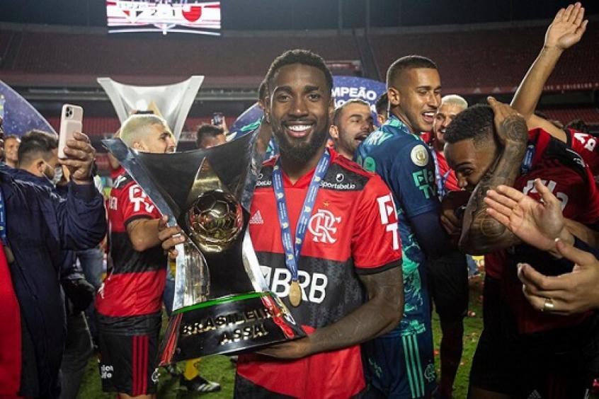 Me abra�ou quando eu mais precisei, agradece Gerson ao falar sobre ser lembrado por era de t�tulos no Flamengo