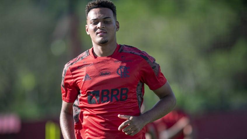 Com novo uniforme, Flamengo se reapresenta para treino na véspera da estreia no Carioca