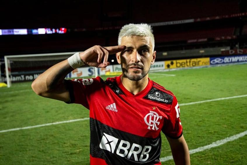 Arrascaeta aparece no top 10 de jogadores com mais assistências no Brasileirão desde 2006