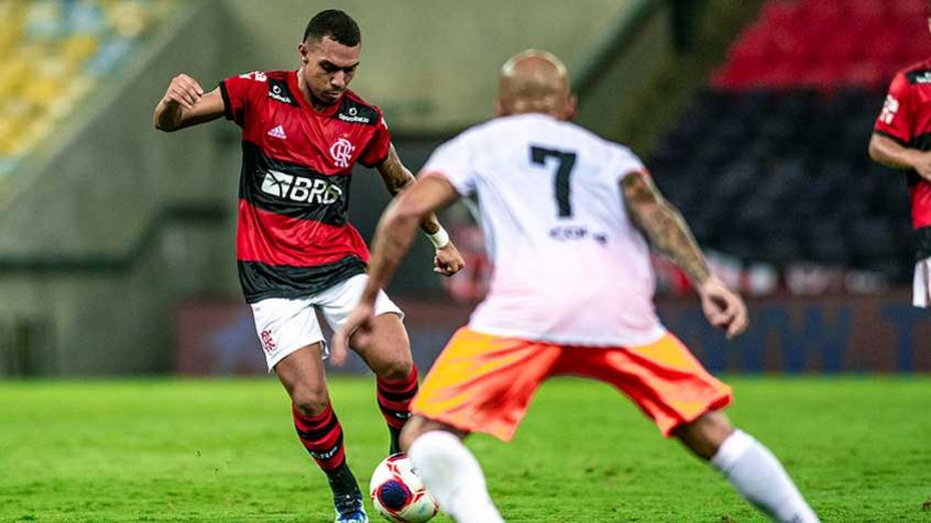 Torcedores do Flamengo comentam transmiss�o de jogo do Campeonato Carioca na Record