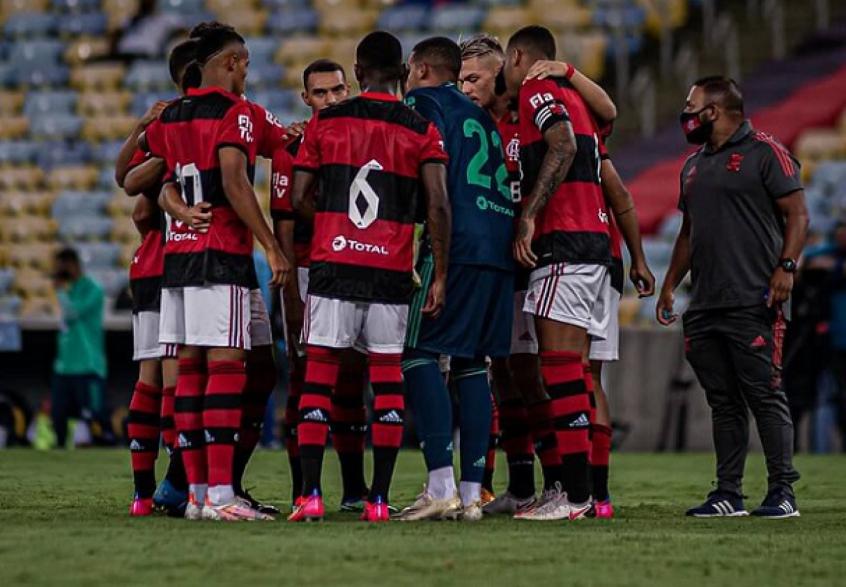 Gabriel Batista e Natan puxam coro de motivação antes de vitória do Flamengo