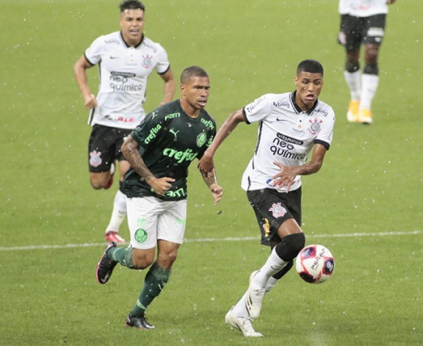 Embaixo de muita chuva, Palmeiras sai na frente, mas Corinthians busca o empate em Dérbi