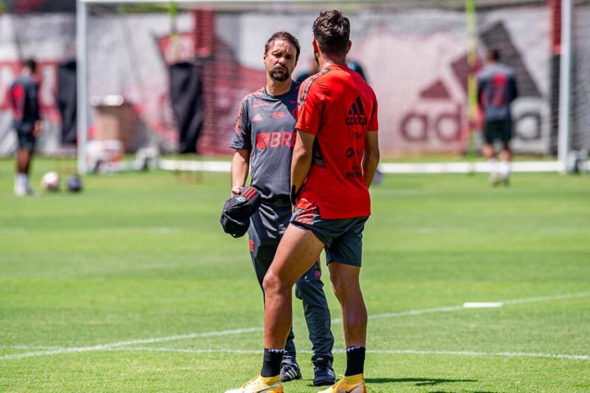 Mauricio Souza testa três mudanças no Flamengo para encarar o Macaé