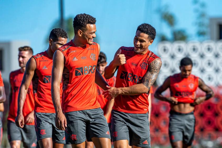 Flamengo amplia espaço da base no elenco