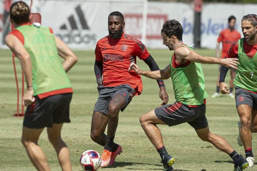 Rodrigo Caio treina e deve voltar ao time ao lado de Willian Arão