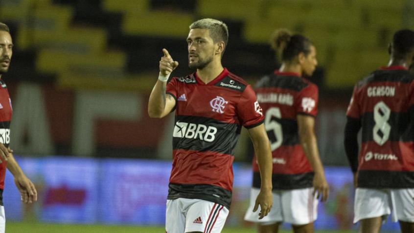 Uruguaio supera argentino no ranking dos maiores artilheiros estrangeiros da história do Flamengo