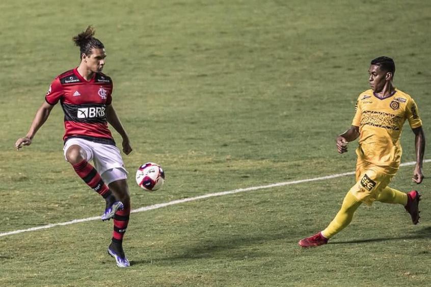 Sou um bom goleiro: Arão brinca e se oferece para substituir Diego Alves em goleada do Flamengo; veja o vídeo