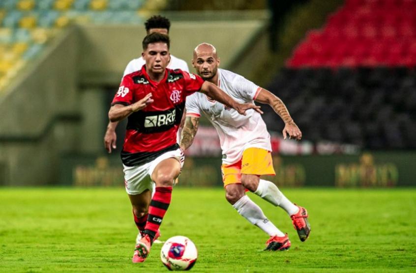 Yuri valoriza período entre os profissionais do Flamengo: Evoluí muito como jogador