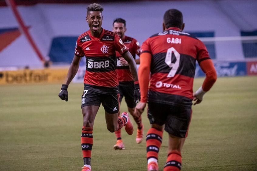 LDU x Flamengo - Bruno Henrique e Gabigol