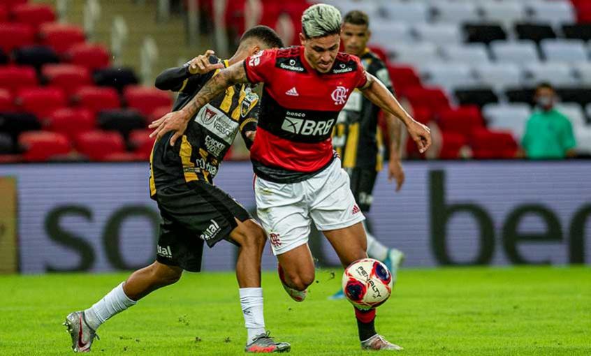 """""""Jogamos bem, soubemos respeitar o adversário"""", afirmou Pedro sobre goleada do Flamengo"""
