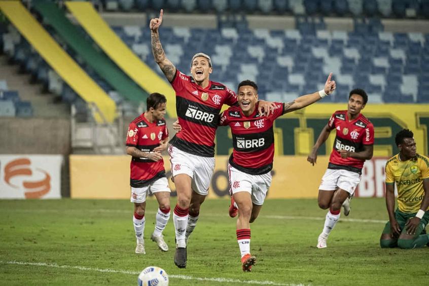 Pedro brilha no Flamengo, mas segue sob a sombra de Gabigol