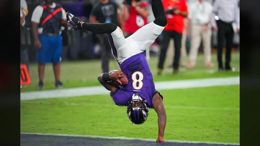 Lamar marca o acrobático touchdown da vitória sobre os Chiefs