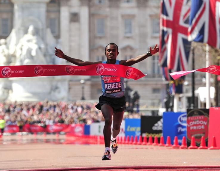 Tsegaye Kebede - Maratona de Londres (Foto: Glyn Kirk/AFP)