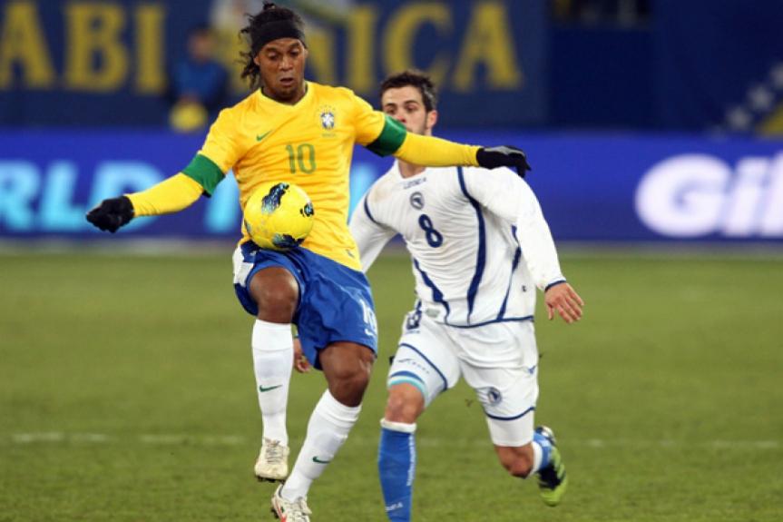 Brasil x Bósnia - Amistoso - Ronaldinho (Foto: Mowa Press)