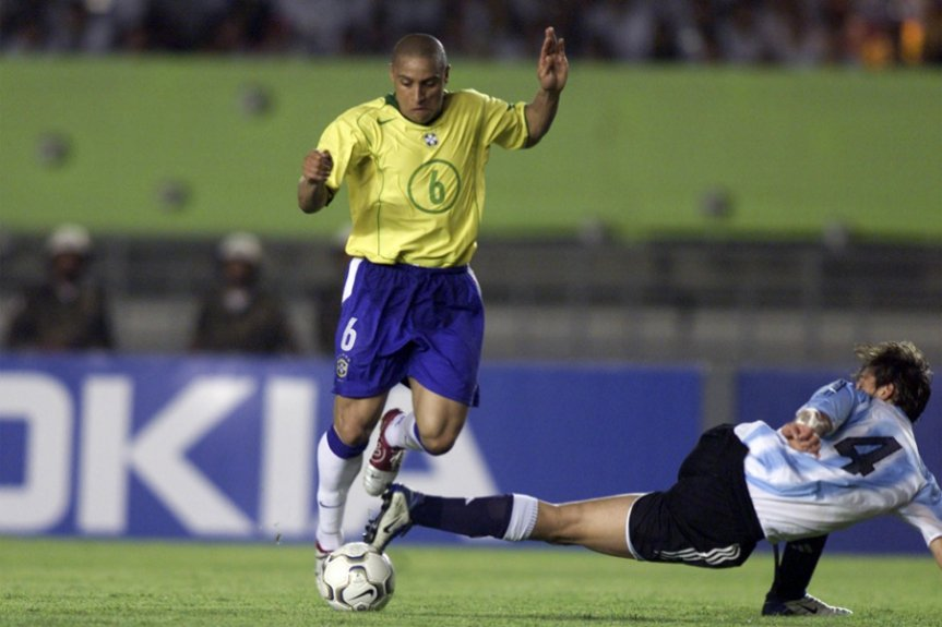 2a6f513d25 A potência do chute de Roberto Carlos não é novidade (que digam os franceses)
