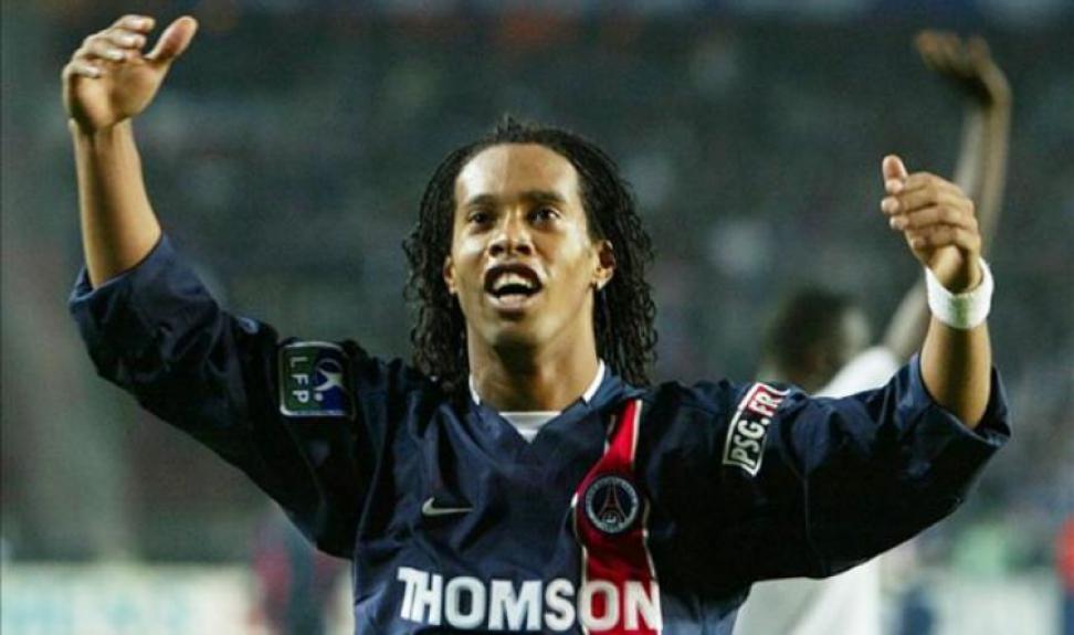 Ronaldinho em ação com a camisa do PSG