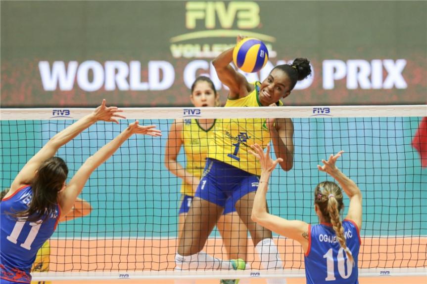 cec39f47e38aa A central brasileira Fabiana foi responsável por 16 pontos na derrota da Seleção  Brasileira na China