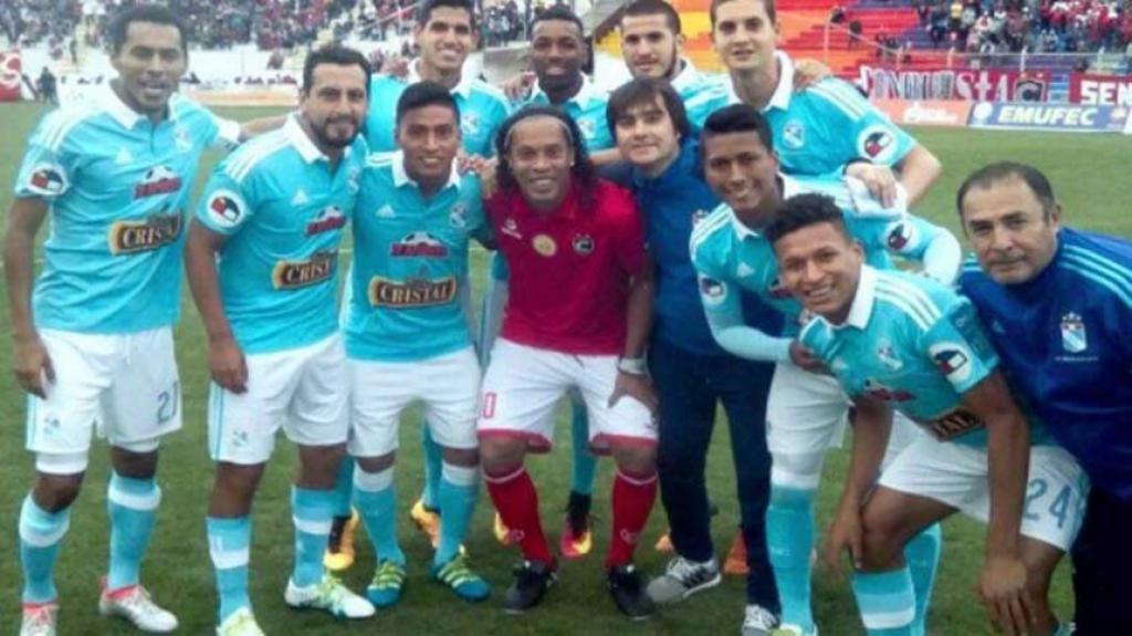 26/06/2016 - Ronaldinho Gaúcho em amistoso pelo Cienciano contra o Sporting Cristal