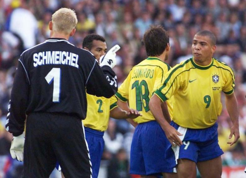 Dinamarca e Brasil fizeram um dos grandes jogos da Copa do Mundo de 1998