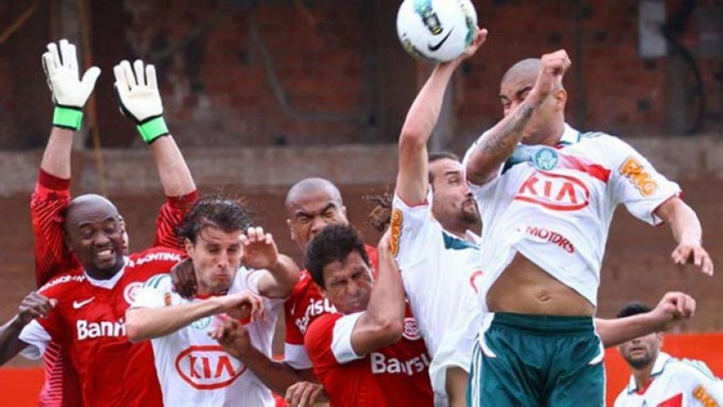 Internacional x Palmeiras em 2012, gol de Barcos de mão