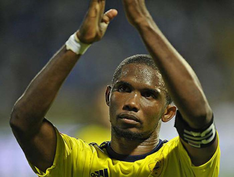 Eto'o - com camisa do Anzhi