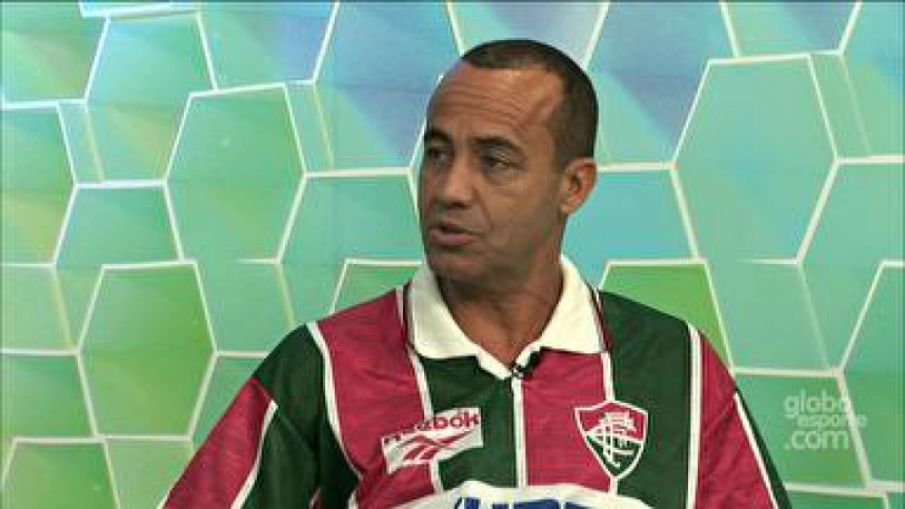 Ailton - com camisa do Fluminense