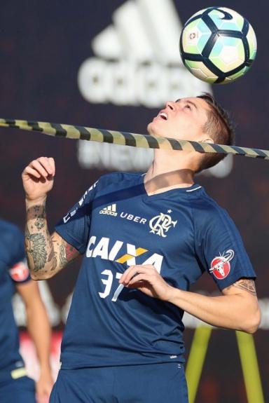 Adryan em treino do Flamengo