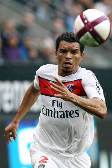 O lateral Ceará ganhou projeção ao defender o Inter na conquista do Mundial de Clubes em 2006, neutralizando Ronaldinho Gaúcho. Assim, chamou a atenção do PSG onde ficou por quatro anos, entre 2007 e 2011