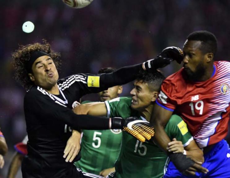 dad1ee3ada165 A vida do goleiro Ochoa ficou complicado em alguns momentos com a pressão da  Costa Rica
