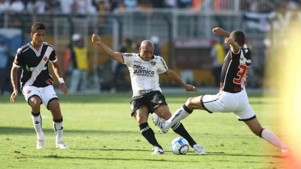 Roberto Carlos - Corinthians por 2 a 0 sobre a Portuguesa pelo Paulistão de  2011 b504c8bb4f167