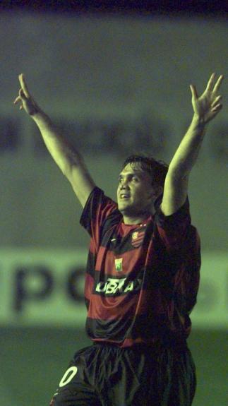 Petkovic marcou quatro gols olímpicos com a camisa do Flamengo. Um deles  foi diante do Vasco 8b7dd576757bb