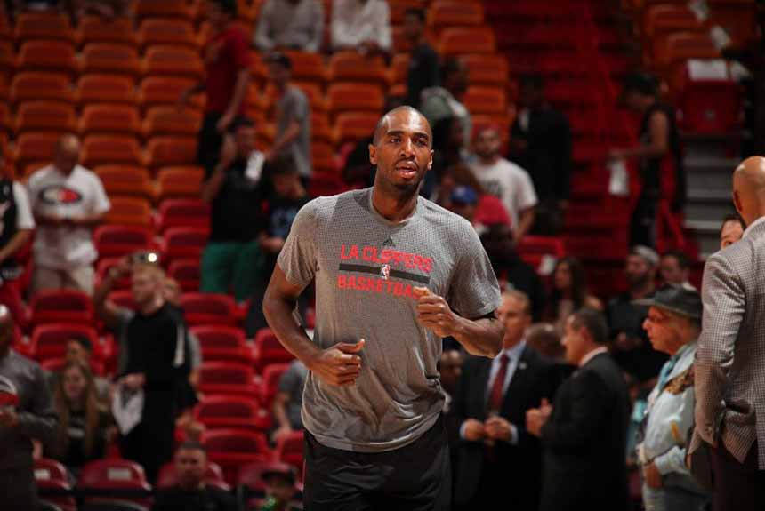 O Houston Rockets 'tirou' Luc Richard Mbah-a-Moute do Los Angeles Clippers